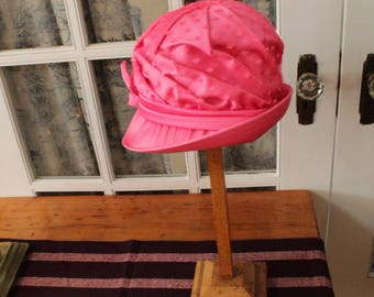 Vintage 1960's Cloche Style Hat with Tulle Overlay