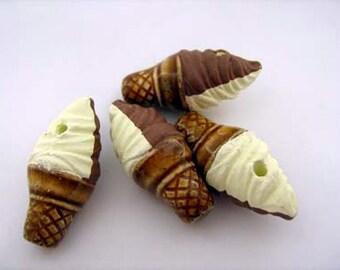 4 Large Ice Cream Beads (choc/vanilla) - LG570