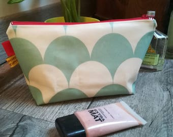 "Toiletry bag ""almond green waves"""