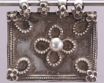 Antique silver amulet/pendant. 44 x 41 mm. Rajasthan, India. Tribal, ethnic jewelry
