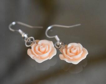 Beige flower earrings