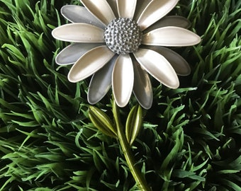 Vintage Enamel Flower Pin /  Gray Two Tone Daisy / 1960's Mod Fashion / Retro / Grey