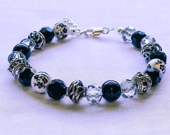 7-8in Black and white beaded bracelet