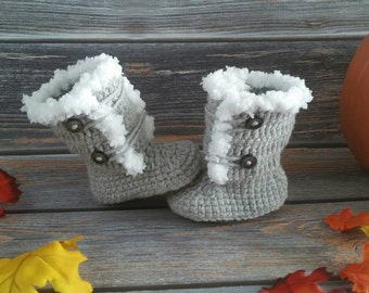 Newborn Infant Winter Boots - Baby Girl Boots - Crochet Newborn Boots - Baby Shower Gift - Boots for Girls - Faux Fur Boots