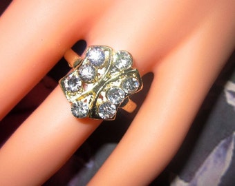 Vintage Gold and Rhinestone Ring - Size 7.25 - R-050