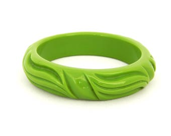 Vintage Green Lucite Bangle Bracelet, Apple Green Lucite Bracelet, Chunky Mod Lucite Bangle Bracelet, Estate Jewelry