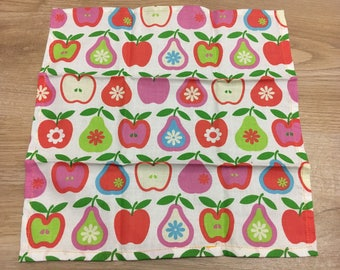 Napkin pears apples
