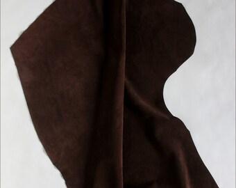 V235 P *-VELVET SUEDE Brown calfskin.
