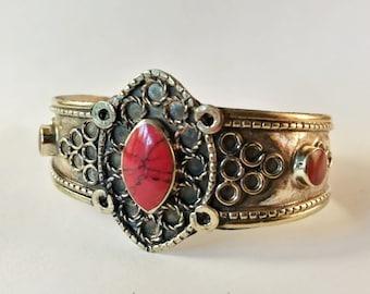Gold oriental bracelet / cuff / Red Stone / Aqeeq / Tribal Afghan / Vintage / ethnic jewelry / Bohemian / afghan jewelry