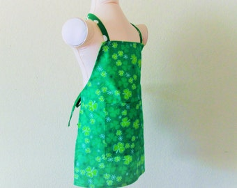 Childrens Apron - Irish Emerald Green Kids Apron covered with Clovers-a slight Sparkle and retro dots on the straps