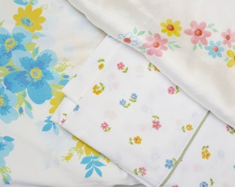 Vintage twin bedding: twin flat and fitted sheet, standard pillowcase