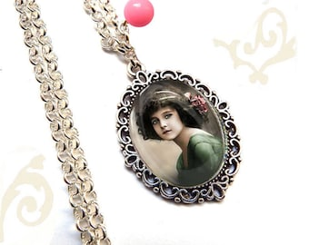 Necklace with glass dome vintage woman