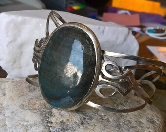 Unique Hand Made Sterling Silver With a Beautiful Labradorite Stone Center