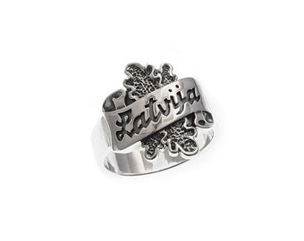 Sterling silver ring with the name of the country Latvija (Latvia) over the ribbon and oak leaves.