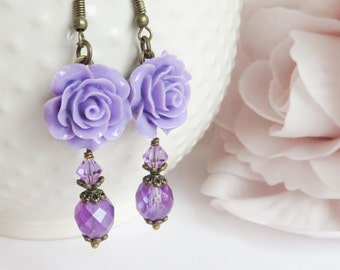 Purple flower earrings, dangle and drop, floral jewelry, paarse bloem oorbellen, romantic jewelry, gift for her, paarse sieraden