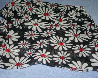 Scarf with Daisies