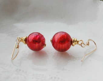 Rouge en verre de Murano boucles d'oreilles délicates, boucles d'oreilles de 10mm