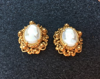 Florenza Cameo and Gold Earrings 0666