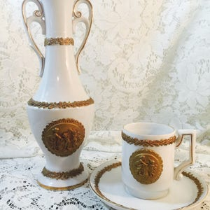 Rare (4) Piece Antique Beehive Mark Porcelain Demitasse Bud Vases U6097    U6098 And