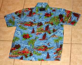 Avant Garde Surfer Windsurf Hawaiian Shirt Short Sleeve Button Up Medium Shirt Vintage 1970s