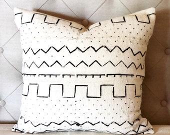 Mudcloth cushion cover, black and white mudcloth pillow, white cushion with black pattern, tribal pillow, boho cushion, modern boho decor