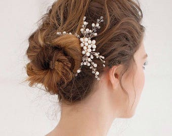 Gold ivory pearl and crystal bridal hairpiece. Dainty wedding hair pin. Ivory clear crystal bridal hair clip