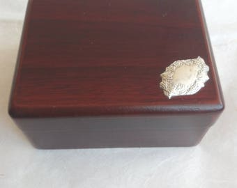 Jewellery box in Walnut Briar with silver plate