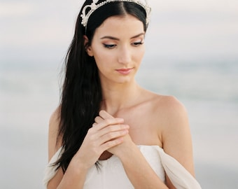 Couronne nuptiale. Diadème de mariage. Couronne de fleur mariée. Accessoire de cheveux mariage {Olivia}