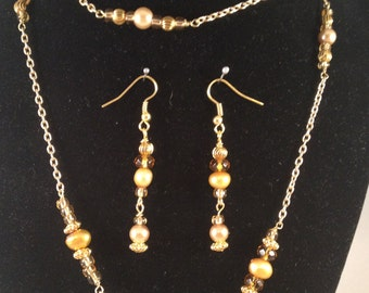 Golden Pearl and Crystal - Beaded Chain Necklace Set