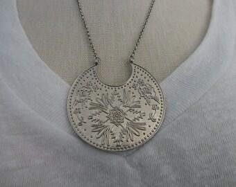 VINTAGE silver tone FLORAL pendant NECKLACE