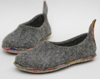 Felted slippers for women - Home shoes - Grey shoes - Wool shoes - Woolen clogs - Felted clogs - Valenki - Love slippers