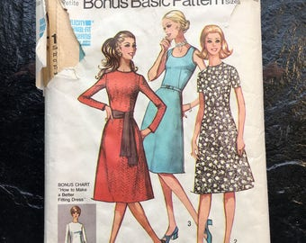 Vintage Early 1970s Misses' and Misses' Petites Basic Dress with Two Necklines Pattern // Simplicity 9465 > Plus Size 16
