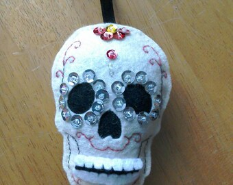Felt Sugar skull door hanger in cream