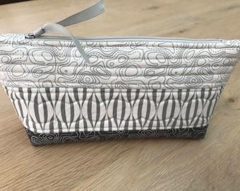 Zipper pouch, makeup bag, pencil case, Moda fabric.