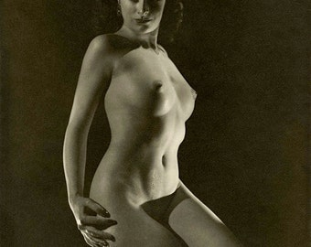 "1920's Nude Study-""Nude Posture"" - Black & White Image - Multiple Sizes - Classic Pose Sensual Exotic Sexy [730-528]"