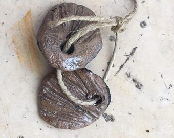2 charms for earrings beige raku