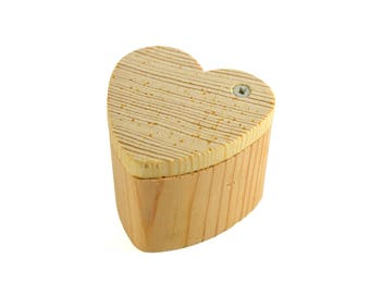 Box with hinged lid wooden heart - A decorating o painting