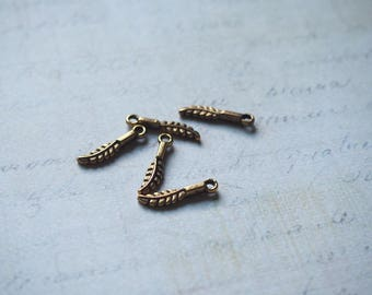 5 mini feather goldtone charms aged 16 x 3, 5mm