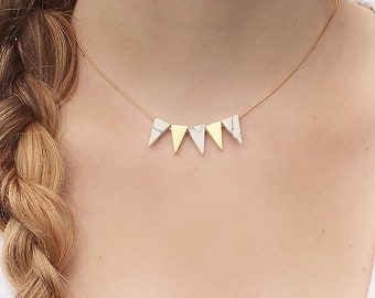 Delicate gold-plated minimalist necklace with triangles