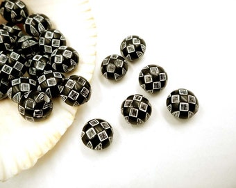 12 Black And White Acrylic Beads - 25-40