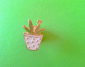 Green plant badges
