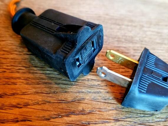 2 Stift weibliche elektrische Outlet schwarzer Kordel