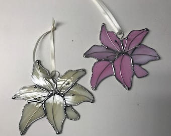 Stained Glass Lily with Stamen Accent in Silver