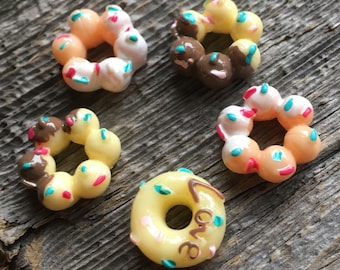 Donut doughnut cabochons. Multi-colour flatback cab. 5 pieces. Kawaii decoden embellishment. Vanilla, chocolate and strawberry neapolitan