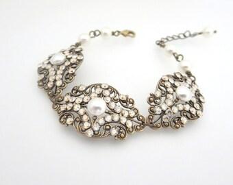 Crystal Wedding bracelet, Bridal bracelet, Vintage style bracelet, Wedding jewelry, Antique brass bracelet, Swarovski crystal bracelet