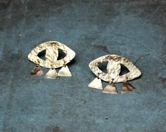 ORACLE eye stud earrings - hammered brass