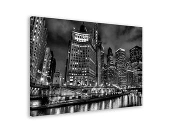 Greyscale Chicago - Framed Urban Wall Art Canvas Print // 5 Sizes - medium to large // High Quality // Fast & Free shipping to EU