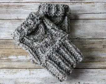 Knitted Chunky Cable Knit Owl Fingerless Gloves, Wrist Warmers, Hand Warmers with Metal Buttons. Handmade in Gray Marble Chunky Wool Yarn