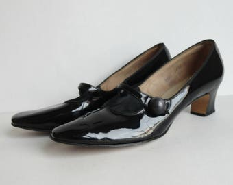 60s Vintage Patent Leather Shoes // The American Girl // Narrow Foot