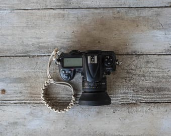 Paracord Camera Wrist Strap (tan)